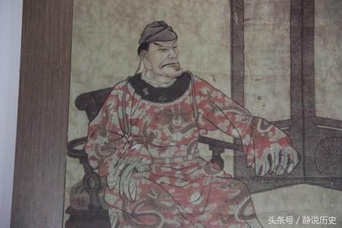两人同是中国强人 死后一陵墓风景如画 一个被杂草覆盖不落一鸟