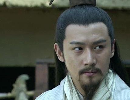 赤壁之战前为什么曹操会不惜一切代价将刘备置于死地呢
