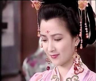 散尽六宫只娶她一个 她的1句话竟让他违抗母亲 誓死不纳妃!