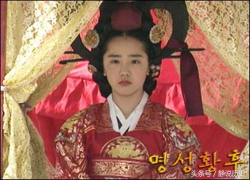 一邻国皇后太美貌而被虐杀 110年后 一群日本人灵前跪拜不起