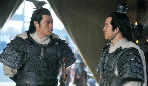 潼关之战马超攻打曹操时 刘备在干什么