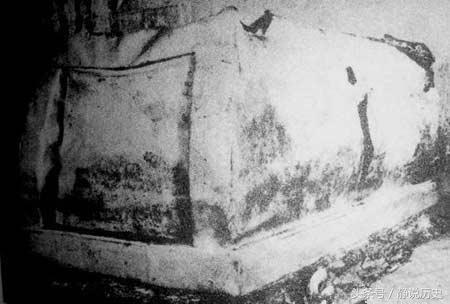 李鸿章死后 政府拨款五千两下葬 陵墓被炸开后两块金砖亮瞎了